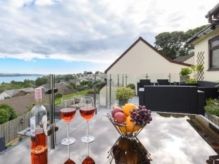 3 The Lookout - Stunning holiday home with amazing sea views; close to the centre of Saundersfoot
