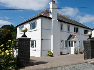Sunnyridge - Spacious well-presented property situated in the coastal village of Amroth