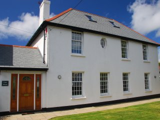 Caen House - Spacious detached house in the village and within walking distance