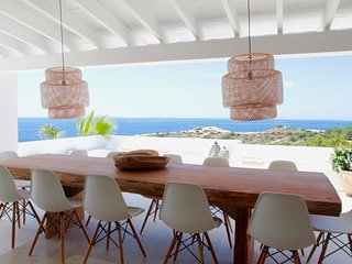 Villa con vistas maravillosas al mar muy cerca de la playa y de Ibiza ciudad