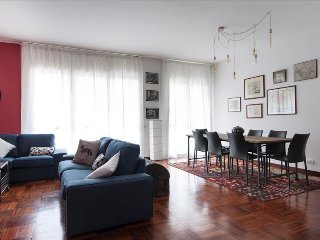 LUXURiOUS 4BDR PENTHOUSE NEAR DUOMO CATHEDRAL (015146-CNI-00633)
