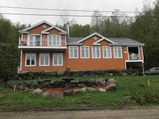 beautiful Cozy Waterfront Chalet 30 min from Mont Tremblant