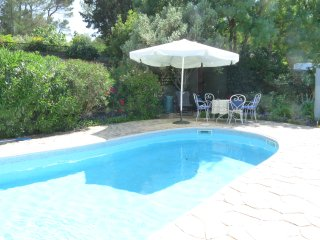 Les Pins, lovely views with private pool in a peaceful setting
