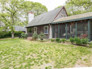 LARST - Adorable Oak Bluffs Cottage just Minutes to Oak Bluffs Center and