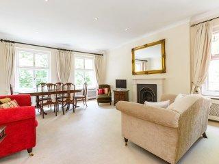 Beautiful 2bed South Kensington flat w/ garden