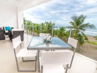 Lovely 2BR Beach front 3RD Floor Condo, Jaco
