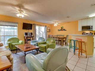 Multi-level home near beaches and restaurants offers all the comforts of home!