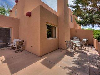 Enjoy splendid vistas, a seasonal shared pool, & more with this comfy home!