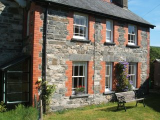 BRYN AWEL Traditional characterful cottage. Perfect base for exploring the area