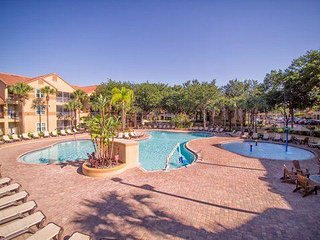 1 Mile from DISNEY! Free Shuttle-Blue Tree Resort 2br