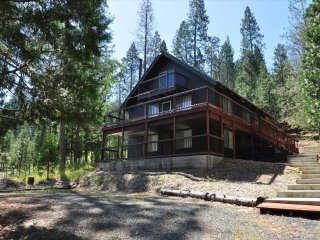 """Bigfoot Cabin"" 1/2Mile> Lake Lodge Beach Central A/C Sleeps 9 Near Yosemite"