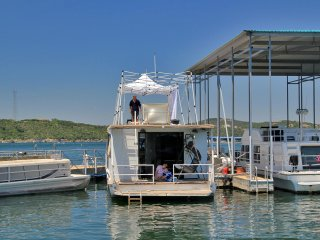 New listing! Airstream houseboat Amazing Lake Travis view