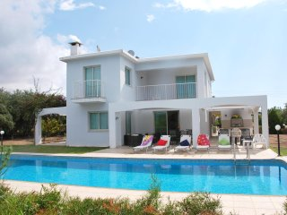 Fabulous Villa near to the Sea, Extremely Large Pool 5x15m, Completely Private, Paphos