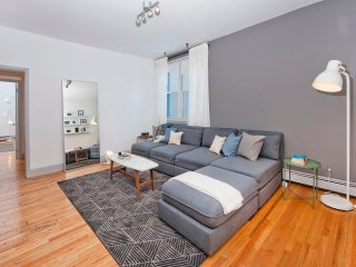 Massive 3 Bedroom/10 Bed, 10 Minutes to Manhattan!