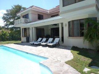 Spacious 6-Bedroom Villa in Playa Laguna