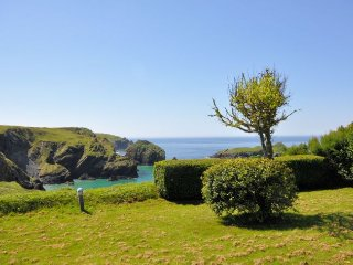 SMULL Bungalow in Mullion Cove
