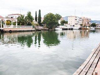chalet de lujo con amarre privado para embarcacion 17 metros