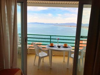 127 - PARADIS 2. One bedroom apartment with sea views and pool