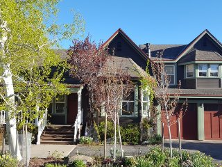 Riverside Townhouse in Downtown Truckee