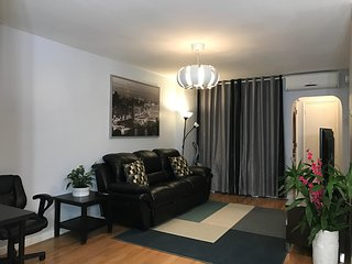 ☆Modern & Cozy 3Bedroom Home in Flushing with Free Parking Space Near JFK/LGA☆