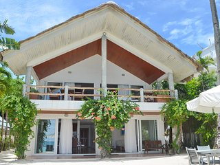 Mabuhay Beach House - 3 BR Directly Beachfront Villa, Boracay