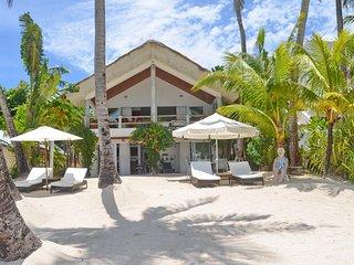 3 BR Mabuhay Beach House with Amazing Sea View - Beachfront Villa