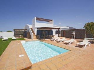 Villa moderna c/piscina privada cerca de la playa!