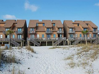 Ocean Reef 111:Pet Friendly 2br/1+ba beachside condo in Gulf Shores, Sleeps 8