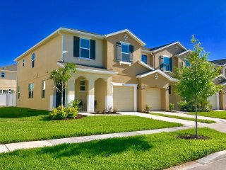 Family Friendly 4 Bedroom close to Disney in Orlando Area 5116