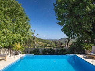 Luxuriously appointed hamlet house with private Pool & Garden