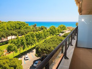 CAMBRILS PARADIS 148: Fantastic penthouse with incredible sea views beachfront
