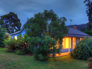 Castaway Cottage...relaxed haven by the sea