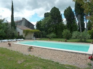 Traditional bright Provencal Mas, w/ pool & established gardens; ideal location