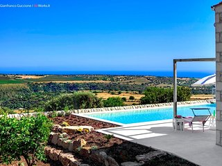 Villa with private pool in Sicily, free wi-fi, bbq, garden and panoramic views