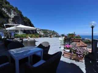 Superbe appartement, immense terrasse vue mer à So