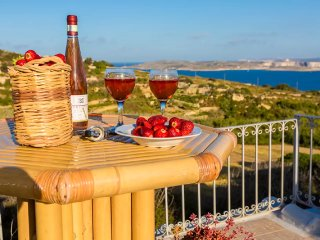COUPLE'S GETAWAY AT PERFECT LOCATION ON GOZO