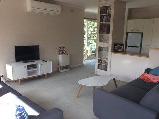 Camberwell one bedroom apartment in beautiful tree lined street