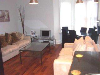 F/F 3 Bedroom Flat Cherrywood Apartment - Pine Avenue FM480