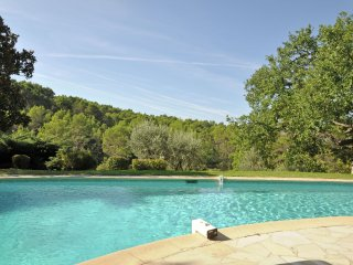 Domaine Callas - Magnificent estate with guest rooms, large heated swimming