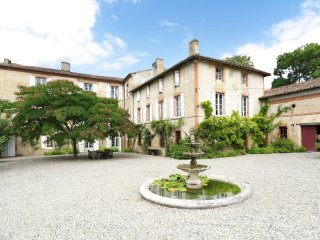 Chateau de Montadet - Pass your holiday in an authentic castle in the