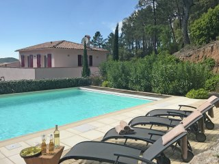 Villa Porthos - Splendid villa with private pool on secure private domain, 16 km from Ste Maxime