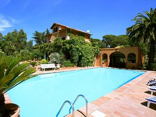 Villa Les Parasols - Characteristic country house with private pool and beautiful garden 3 km from the Mediterranean Sea.