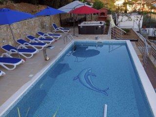 Villa Pisak - Cascade villa with outdoor pool and whirlpool near sea