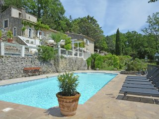 le Pavillon - Villa with private pool and guest accommodation, walking distance from bakery, near the sea