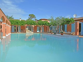 Les 5 Étoiles - Superb 5 star estate with large pool in Provence, near the