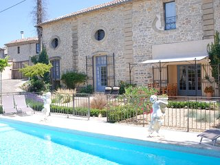 La Camarguaise - Renovated 17th century house, with all amenities located in Caveirac