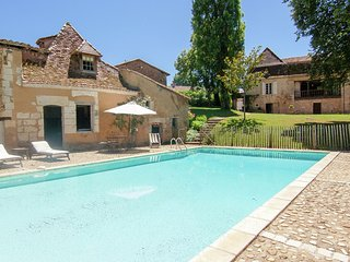 Manoir de la Baronie - Impressive luxury villa on a large private estate with pool and tennis court.