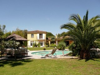 Mediterranean villa, located at the foot of the village of Gassin, and 500m from
