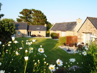 L'Ensemble - Main house and 3 separate cottages with heated indoor and covered