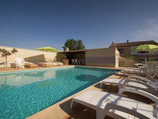 Villa Connaux - Detached Mas with spectacular view, huge private pool, 22 km from Avignon